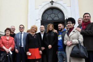 Манолова и известни българи събират великденски добавки за пенсионерите