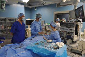 Професорите Вебер и Джамбазов направиха показно с операция на нос.