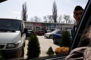 Момчетии по на 15 години продаваха цигари и насипен тютюн на Руския пазар под носа на полицията