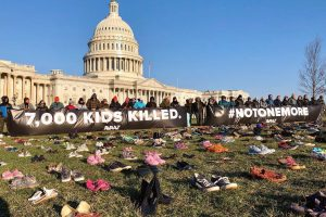 Организаторите от AVAAZ превърнаха за ден поляните пред Белия дом в детски гробище.