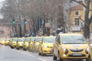 Такситата блокираха възлови булеварди в Пловдив