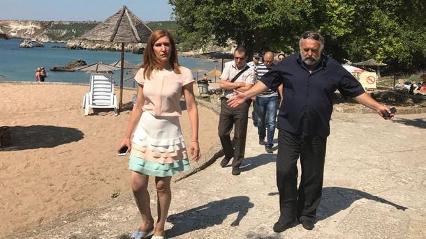 Николина Ангелкова на инспекция по морето