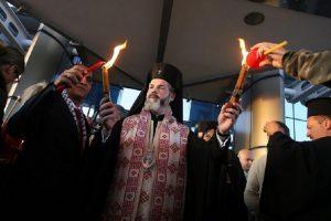 Делегация, водена от Негово високопреосвещенство Западно и Средноевропейският митрополит Антоний, донесе Благодатния огън от Божи гроб