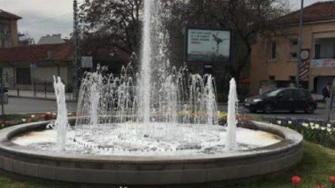 Фонтанът на кръговото на Водната палата