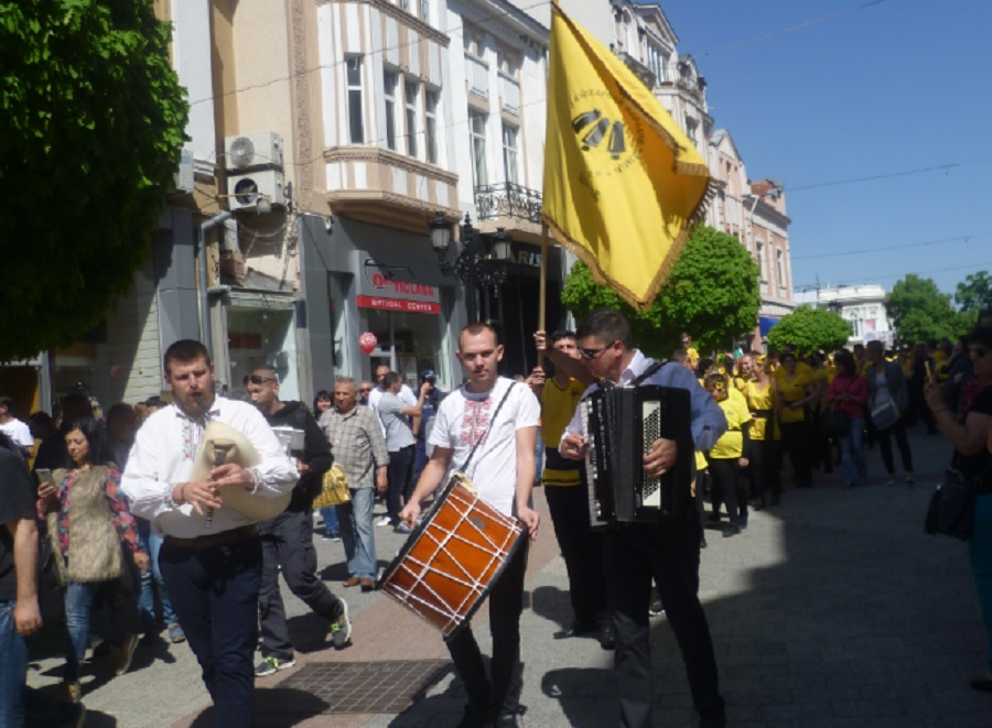Музиканти поведоха шествието