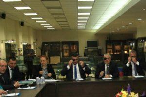 Министър Валентин Радев се появи на срещата с превръзка на окото
