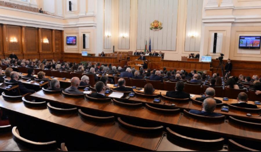 Депутатите приеха промените в кабинета.