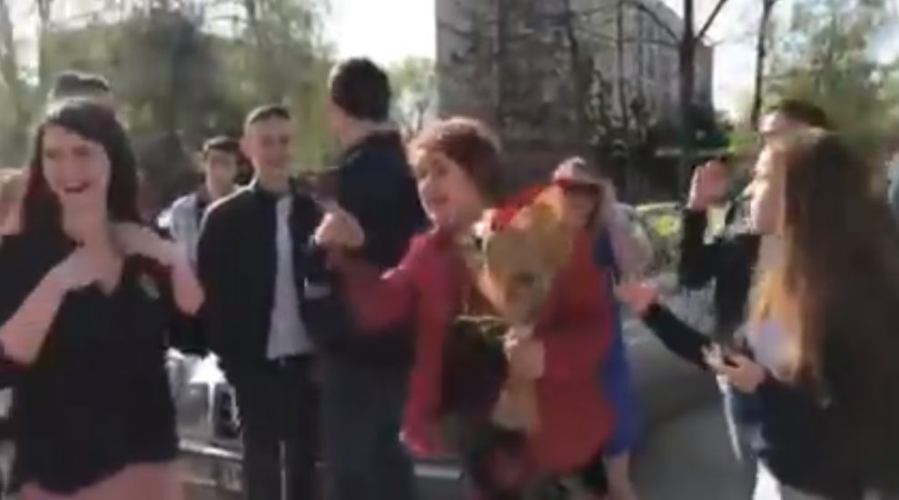 Историчката Стоянка Рангелова успокои възпитаниците си като прие да отиде с тях на бала.