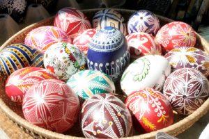 На изложбата ще бъдат представени и различни техники за боядисване на яйца