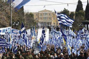 Гърците отбелязват днешния първи май със стачка