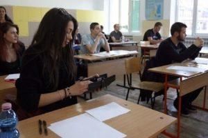 Изпитът за 12-класниците продължава 4 часа