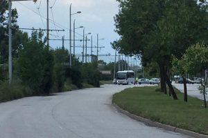 Районът на тежкия инцидент е отцепен от полицията.