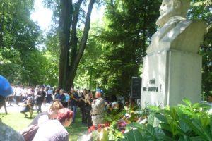 Пловдивчани поднесоха венци и цветя пред паметника на Христо Ботев