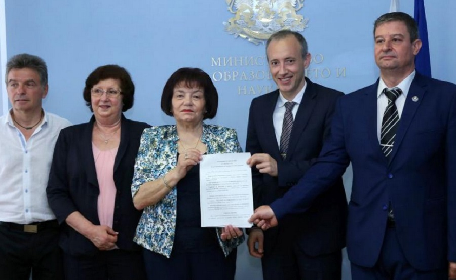 МОН и социалните му партньори подписаха новия колективен трудов договор