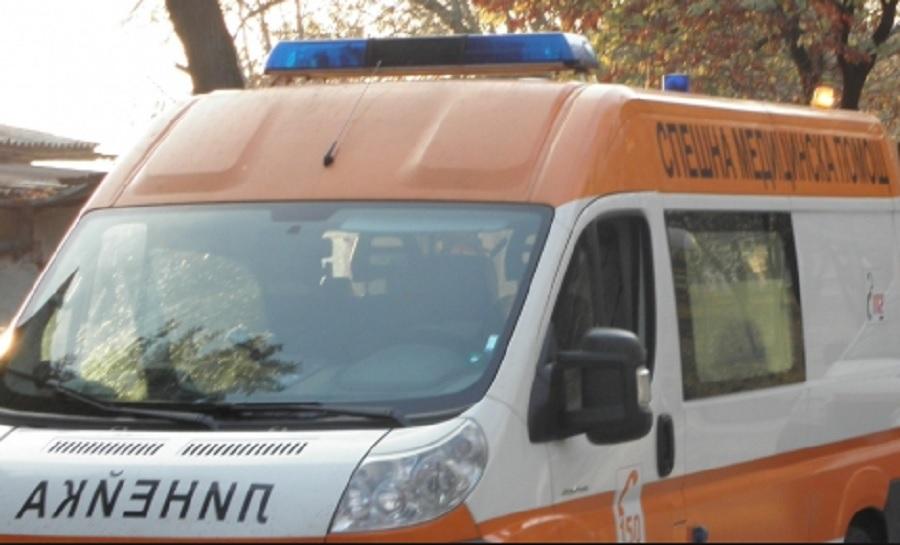 Пострадалият мъж е откаран в болница