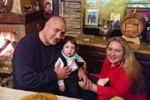 Бойко Борисов с дъщеря си Венета и малкия Бойко