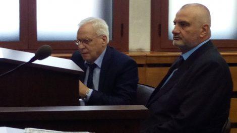 Д-р Красимир Вальов в съдебната зала.