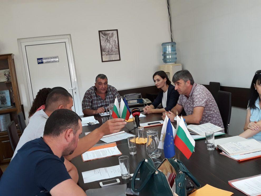 Гошев води сесия на общинския съвет, но след като попита за финансите, беше отстранен.