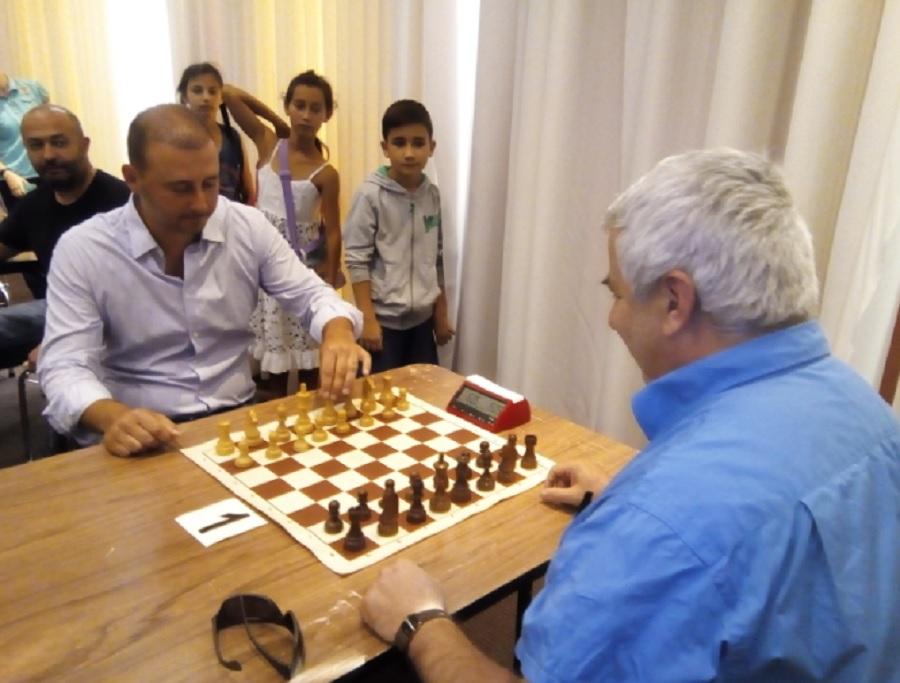 Борислав Инчев и гросмайстор Кирил Георгиев откриха турнира с първи символичен ход