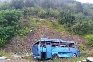 Преобърналият се автобус край Своге