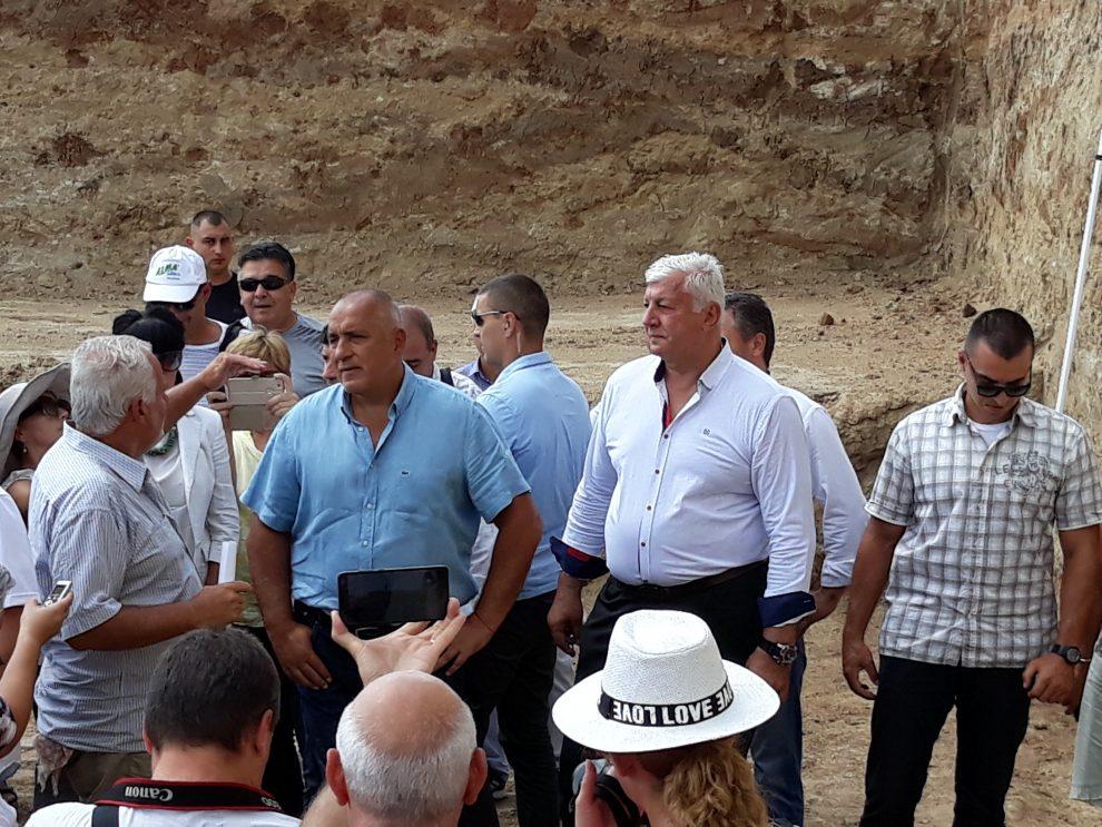 Доц. Кисьов обяснява на премиера Борисов как е строена гробницата Малтепе