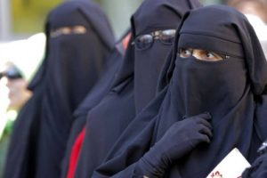 """В Швейцария гласуват """"за"""" и """"против"""" покриването на лицето."""