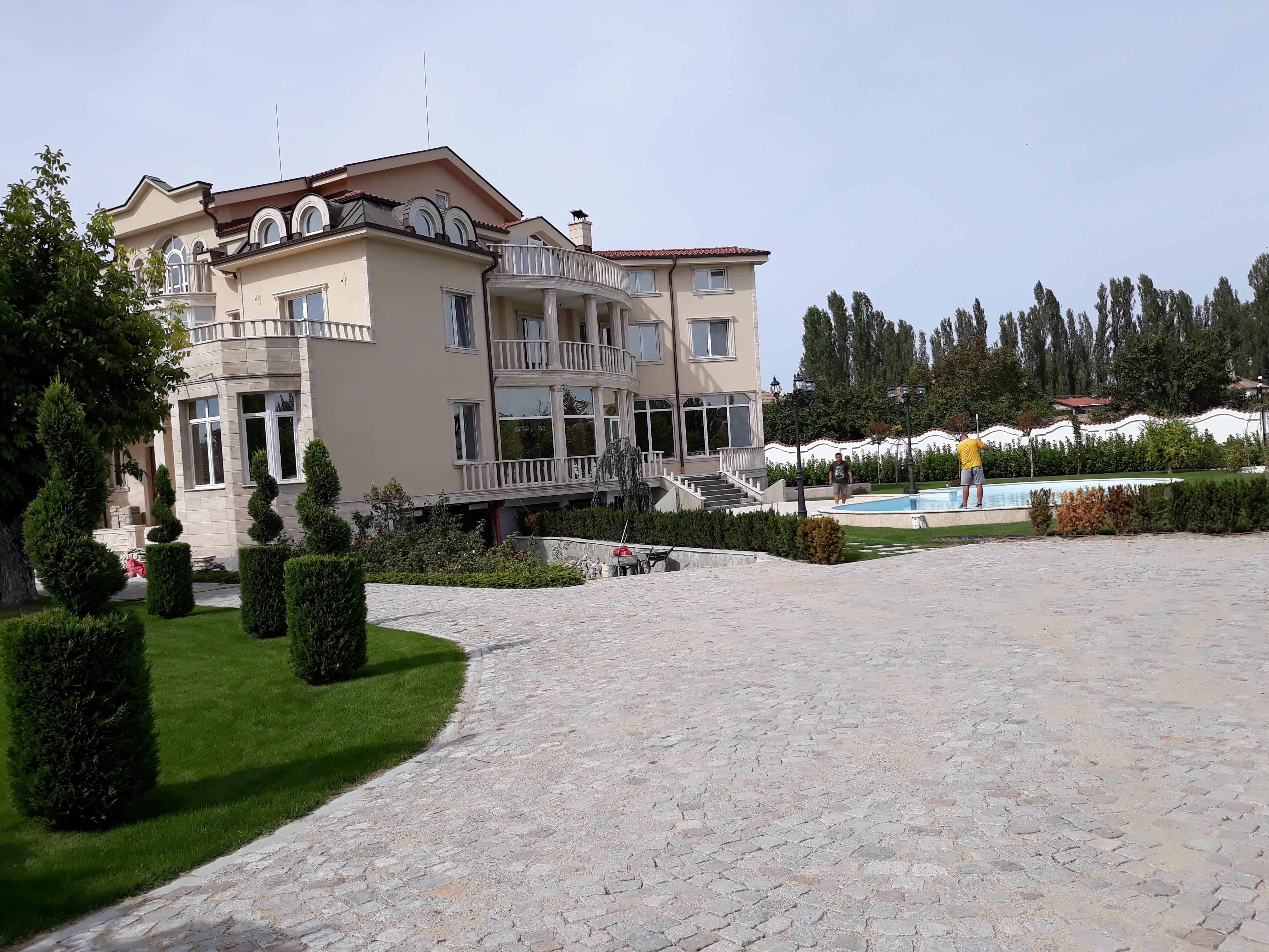 Къщата на покойния Иван Рашков вече е собственост на предприемача Микеле.