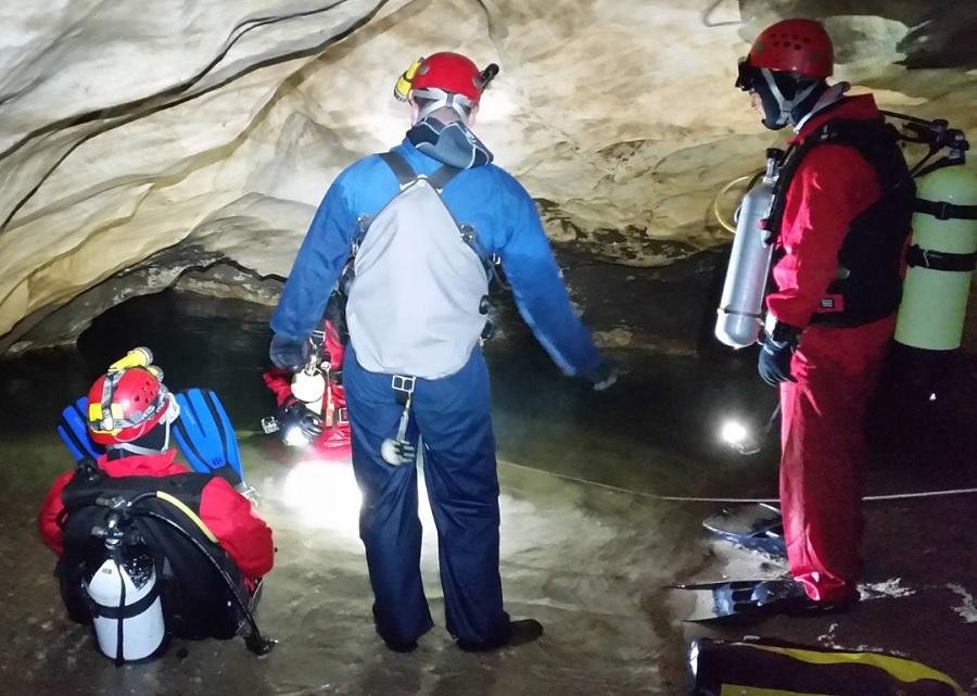 Момент от експедицията в пещерата Голубовица