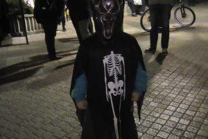 Страшният Ростислав се облече като Смъртта и изплаши сума народ, даже и майка си.