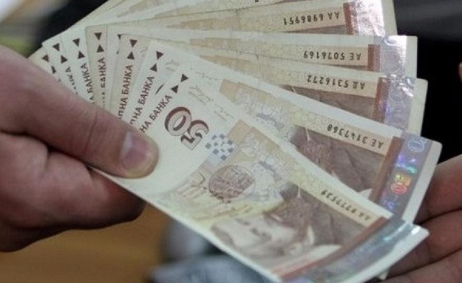 За да бъде отпусната еднократната помощ, средномесечният доход на член от семейството за предходните 12 месеца трябва да е по-нисък или равен на 450 лв.