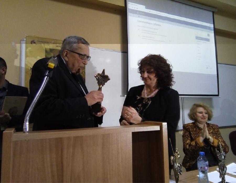 Проф. Иван Чобанов беше награден първо от проф. Вера Маровска, а след това и от проф. Запрян Козлуджов