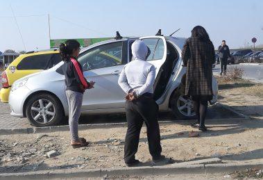 Мургавите хлапета се стрелват към всеки, който паркира колата си пред КАТ.