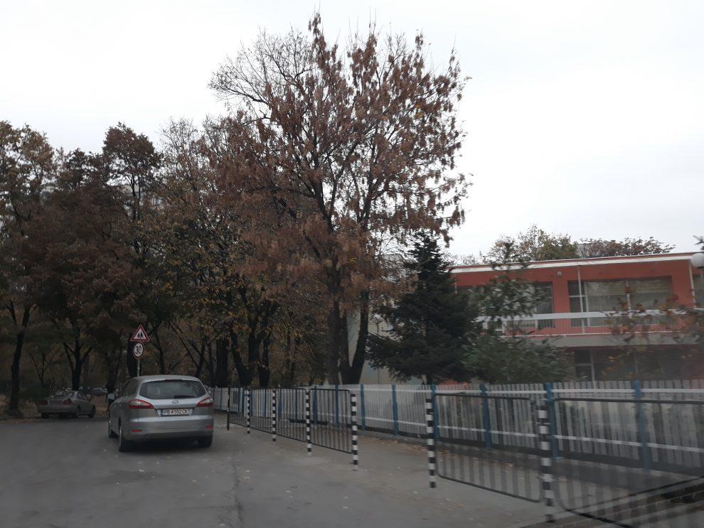 На този паркинг станало мелето преди дни.