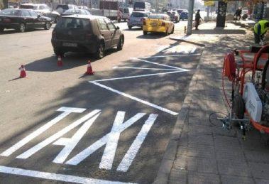 Освежават таксиметровите стоянки