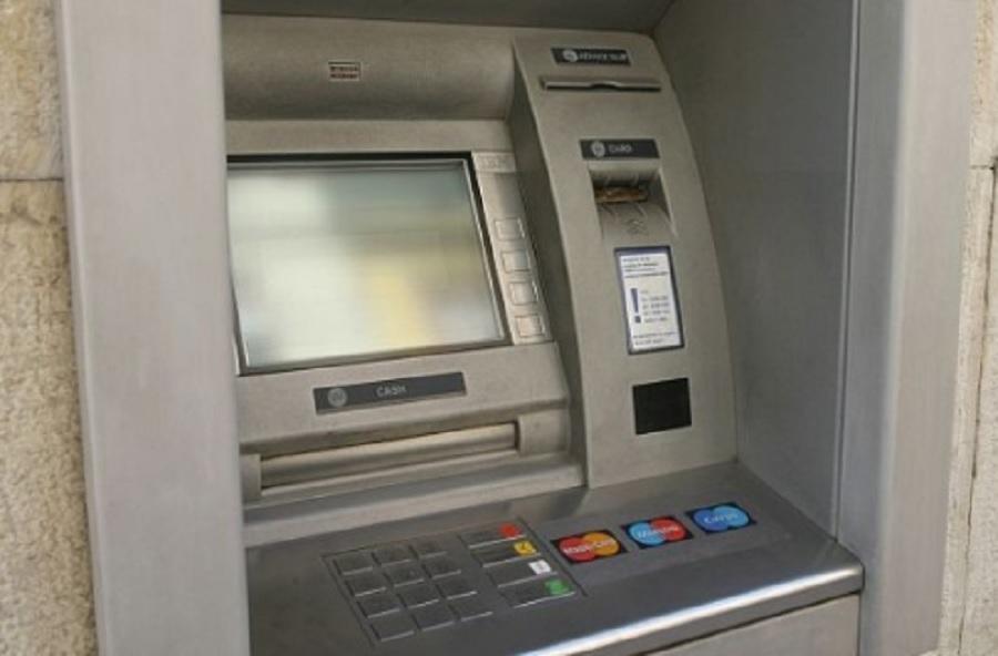 Мъжът изтеглил сума от 800 лева в Равда и платил 110 лева комисионна