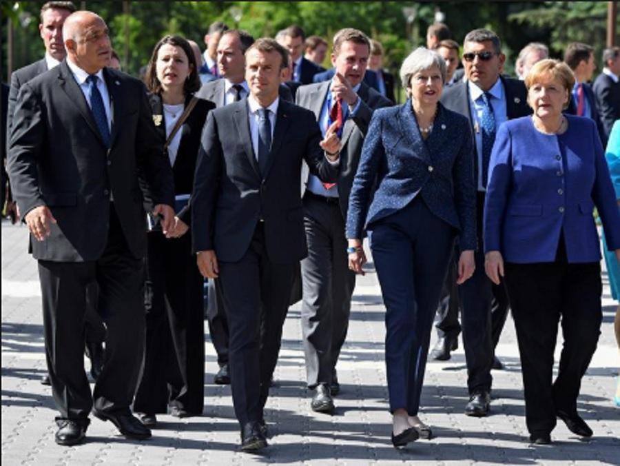 Бойко Борисов води Еманюел Макрон, Тереза Мей и Ангела Меркел по Моста на влюбените в София