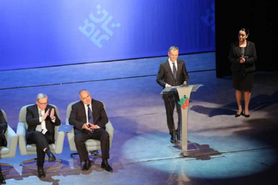 Доналд Туск просълзи българите с речта си на чист български език при откриването на европредседателството през януари