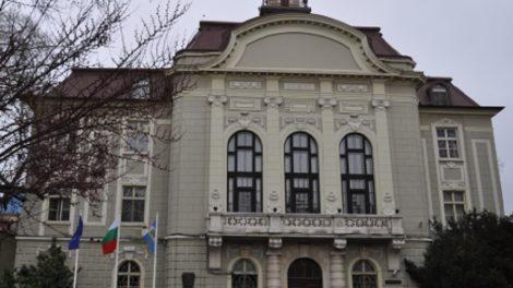 Община Пловдив плаща наем на реститути.