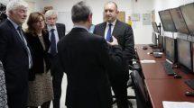 Президентът Радев и бг делегацията в центъра СЕЗАМ.