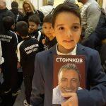 10-годишният Атанас Хаджиев е щастлив, че държи книгата на Стоичков