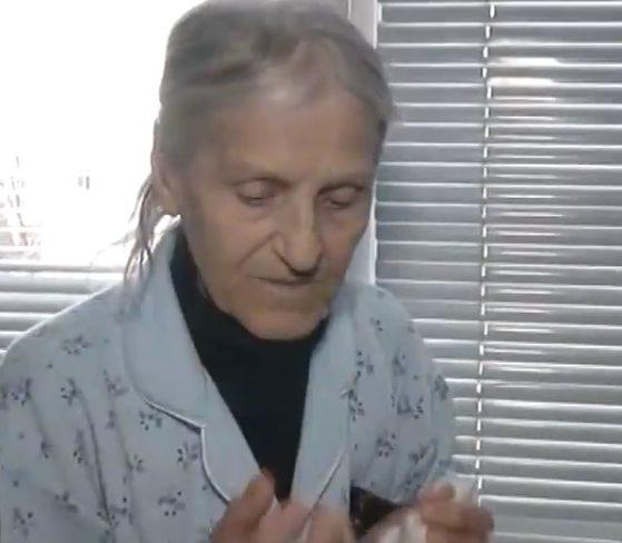 Баба Марийка едва не умря от студ и глад в къщата та щерка си.