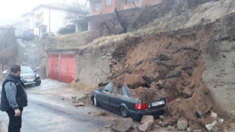 Има затрупани коли в Баните Снимки: bTV