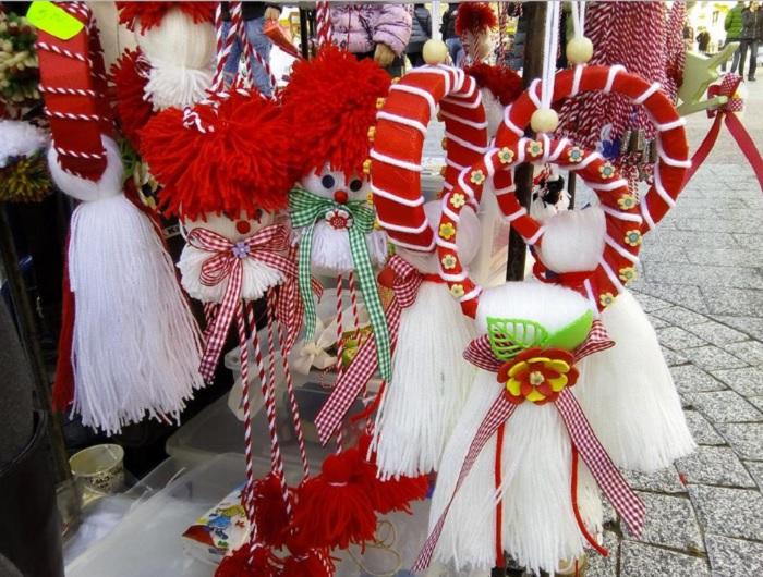 Гривна за вратата или стената и оригинални палячовци с червени шапки и  дълги крачета, продава Венета
