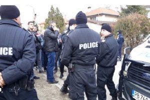 Полиция и жандармерия завардиха пловдивското село Войводиново Снимка: bTV