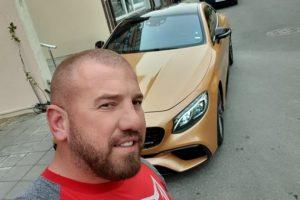 Динко обича да се фука с луксозните си коли и висок стандарт на живот