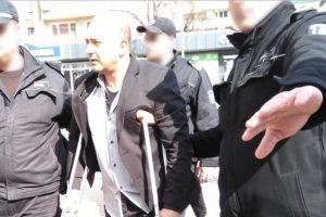 Бащата, пребил дъщеря си, дойде в съда с превързан крак и патерици novini-plovdiv-press