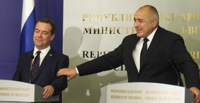 Борисов потупа приятелски по ръката Медведев novini-plovdiv-press
