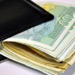 Парите са намерени в празни щайги до контейнер за боклук