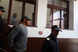 Евгений Недеалков дойде с нахлупен каскет в съда. СНИМКА: ПловдивПрес