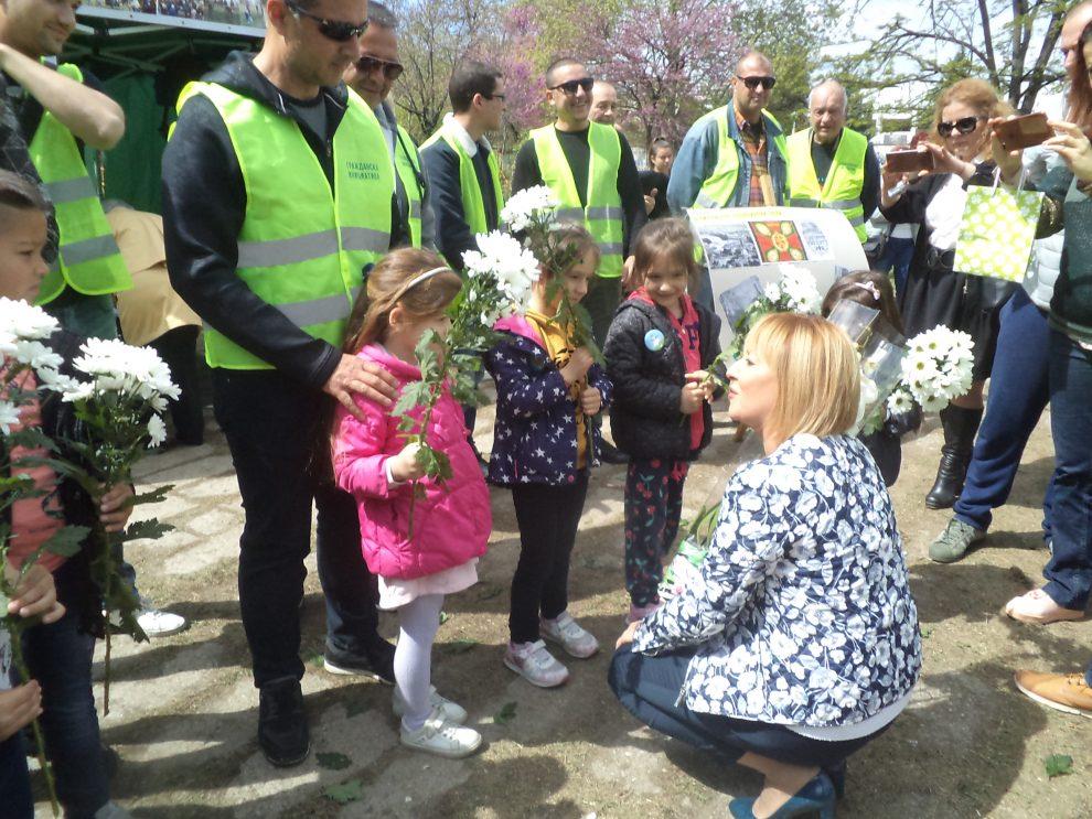 Мая Манолова дойде в Пловдив на 14 април и бе посрещната с цветя novini-plovdiv-press